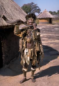 Shona_witch_doctor_(Zimbabwe)